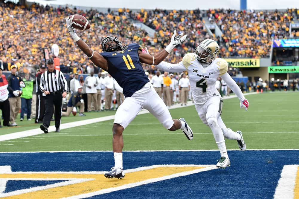 wide receiver Kevin White (11) completes a catch for a touchdown during the Big 12 football game